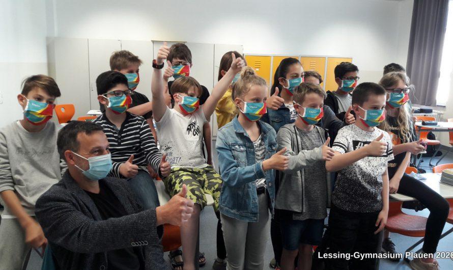 Maskenprobe im Blitzlichtgewitter – Dank an Helios-Klinikum Plauen